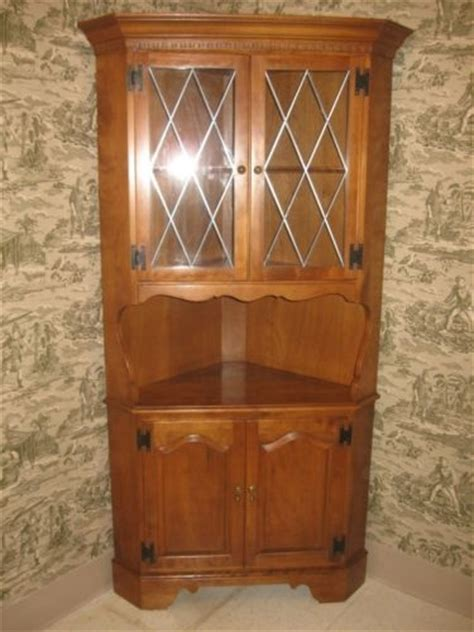 Ebay Corner China Cabinet by Corner China Cabinets Ethan Allen And China Cabinets On