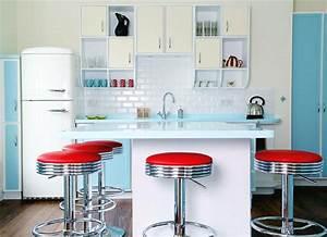Red kitchen decor for modern and retro kitchen design for Retro küchen