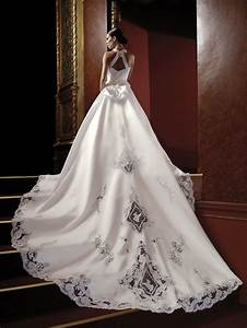 Unique wedding dresses for unique personalities aelida for Unique dresses for weddings
