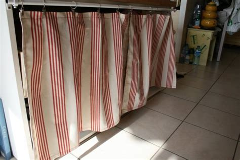 rideau pour meuble de cuisine placard avec rideaux chaios com