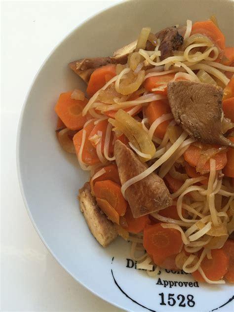 recette de cuisine poulet wok de vermicelles de riz poulet et carottes et