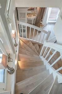 Wohnung Mit Treppe : luxuri se wohlf hlwohnung auf zwei ebenen scharbeutz ferienwohnung und treppe ~ Bigdaddyawards.com Haus und Dekorationen