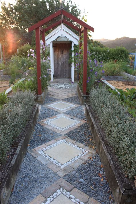 cool pebble pathway ideas   garden page