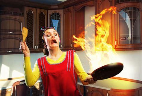 dangerous common cooking mistakes kitchen tips  askreddit thrillist