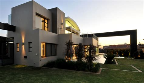 world  architecture huge modern home  hollywood style  nico van der meulen architects