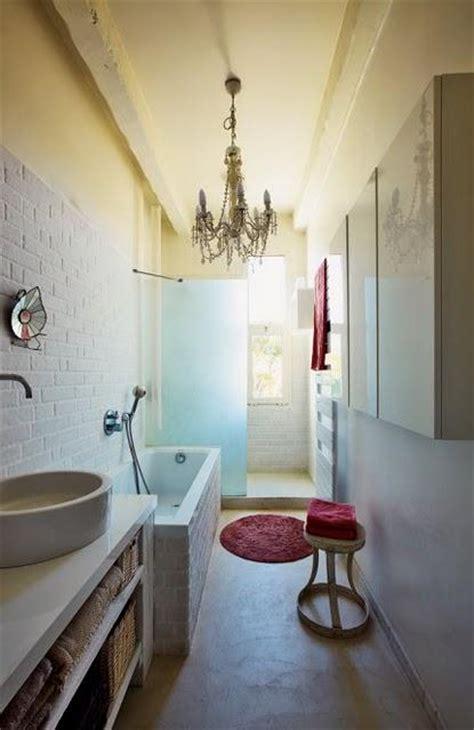 salle de bain longue et etroite un zocalo en el cuarto de ba 241 o el regreso paperblog