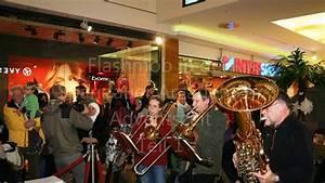 Spandauer Arcaden Läden : flashmob in den spandauer arcaden zur adventszeit teil 1 youtube ~ Watch28wear.com Haus und Dekorationen