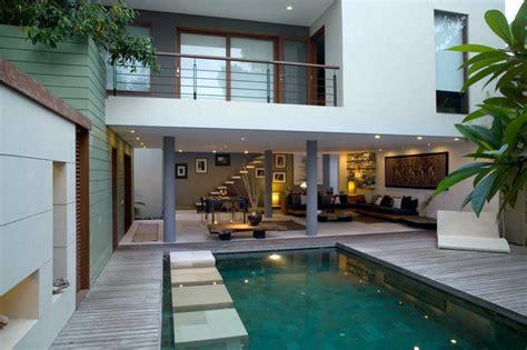 desain rumah minimalis   kolam renangnya