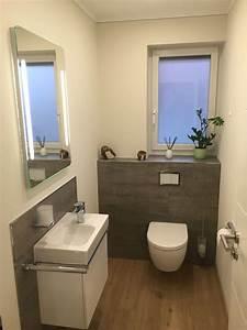 Klo Mit Wasserstrahl : g ste wc teilgefliest mit grauen fliesen in betonoptik und designboden in holzoptik badezimmer ~ Sanjose-hotels-ca.com Haus und Dekorationen