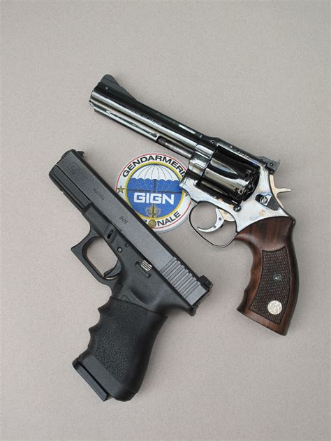 chambre ultra moderne essai armes pistolet glock 17 9 mm parabellum contre