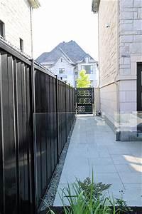 amenagement paysager moderne a faible entretien avec With amenagement autour de la piscine 13 clatures en verre pour piscines montreal outdoor living
