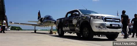 Ford Ranger tarik jet Aero L 39 Albatros seberat 3 tan
