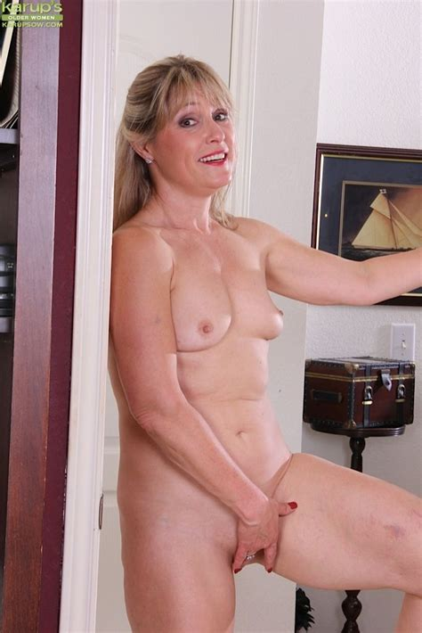 Mature Broad Rebecca Hill Revealing Naked Ass While