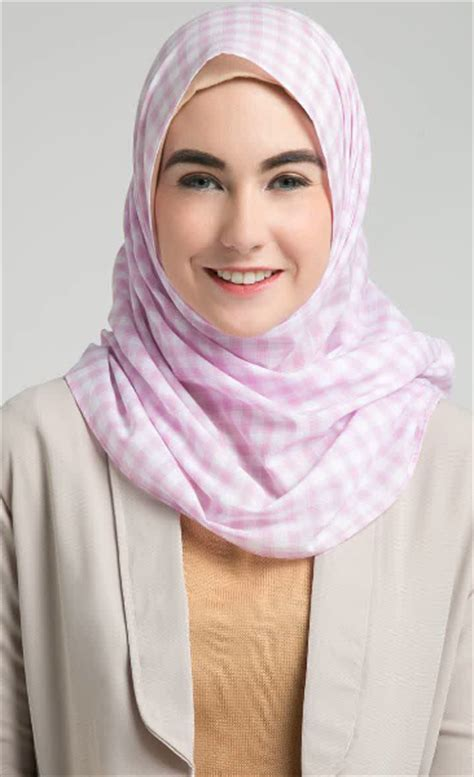 contoh kreasi hijab modern segi empat terbaru