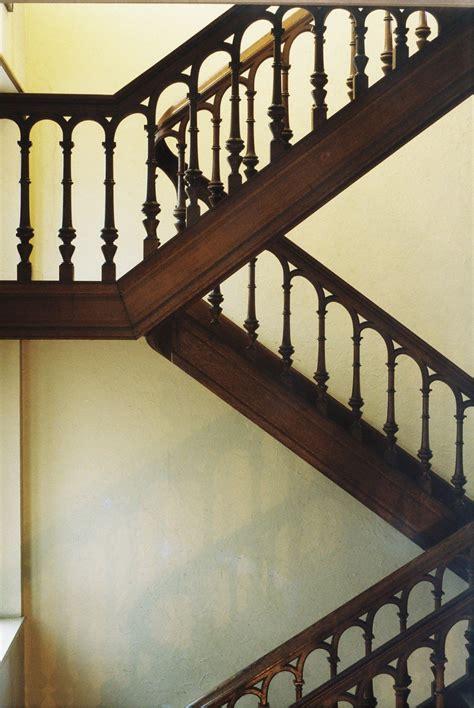 cage d escalier avec repos maison pelgrims rue de parme