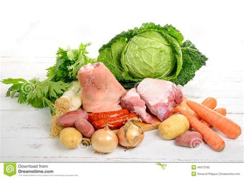 quels legumes pour pot au feu l 233 gumes et viande pour le pot au feu photo stock image 46973783