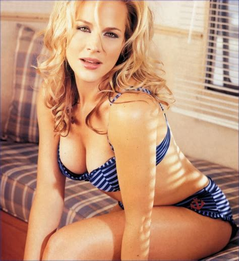 Sexy Julie Benz Wallpapers Hd Tapandaola