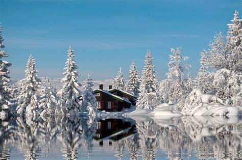 beautiful small houses  picture perfect winter scenes