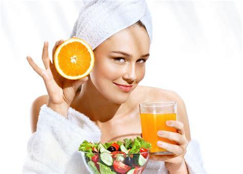 Jus buah memang banyak manfaatnya bagi tubuh dan kecantikan para wanita yang memang menjaga tubuhnya agar tetap fit. 4 Jus Buah Ini Dipercaya Bantu Kulit Makin Glowing