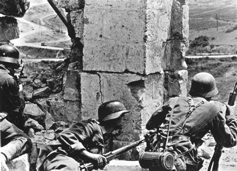 position siege german machine gun element takes up position on the