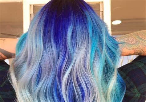 woman   give  unicorn hair  home