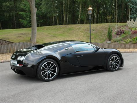The veyron has a 415kp/h (258mph) top speed and a 1,001 horsepower engine, initially making it the world's fastest production car before its successors were released. 2011 Bugatti Veyron Super Sport 'Sang Noir' Gallery 412322   Top Speed