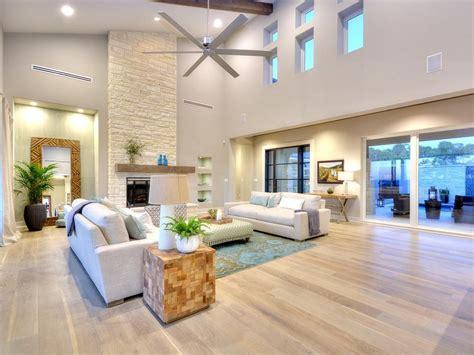 25 Impressive Living Room Wood Floor Decoration Ideas in