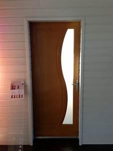 Porte D Entrée En Bois Moderne : porte d 39 entr e bois mod le feijoa r alisation de la menuiserie solabaie saint romain le puy ~ Nature-et-papiers.com Idées de Décoration
