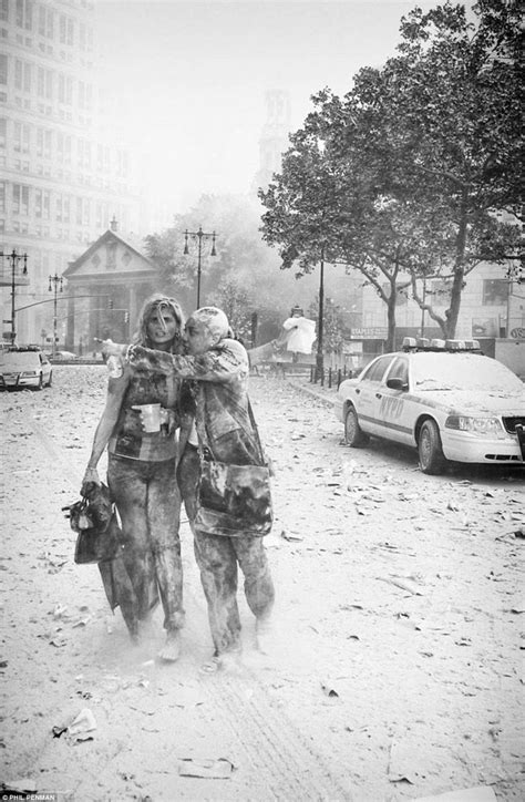 Pin D Iconic Black White 01 photographer s pics show the horror and confusion of 9 11