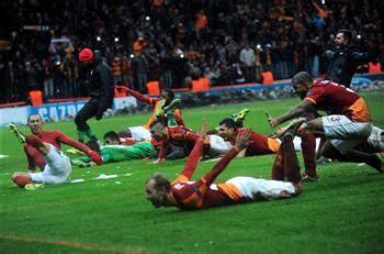 Galatasaray spor kulübü resmi facebook hesabı (official facebook page. Galatasaray's players celebrate winning their Champions ...