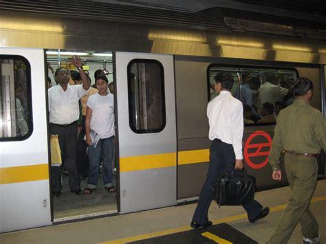metro open doors delhi metro runs with open door open between three