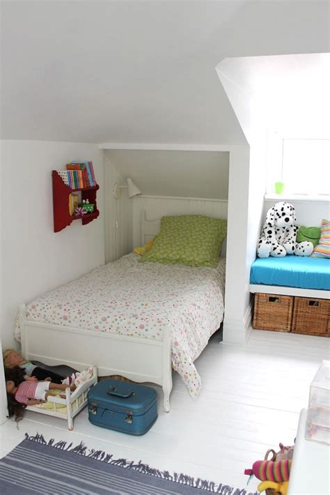 Bedroom Design Ideas For Small Rooms by Attic Bedroom Bedroom Ideas Attic Bedroom Small Attic