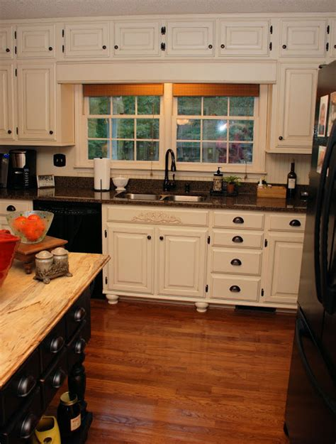 painting oak kitchen cabinets antique white remodelaholic from oak kitchen cabinets to painted 9065