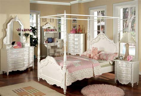 bedroom elegant  traditional style  canopy bedroom