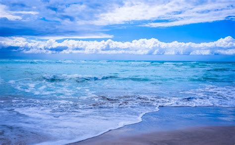 gambar pemandangan lautan indah