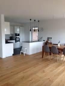 bodenbelag wohnzimmer 1000 ideen zu wohnzimmer bodenbelag auf holzböden parkettbodenfarben und bodenfarben
