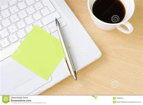 post it bureau pc blank postit note on white laptop keyboard royalty free stock image cartoondealer com 10888036