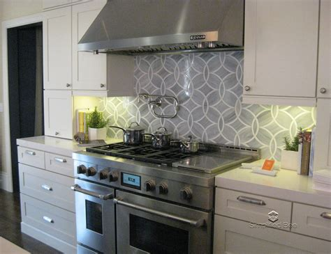kitchen stove backsplash a sneak peek at elle decor s san francisco designer showhouse simplified bee