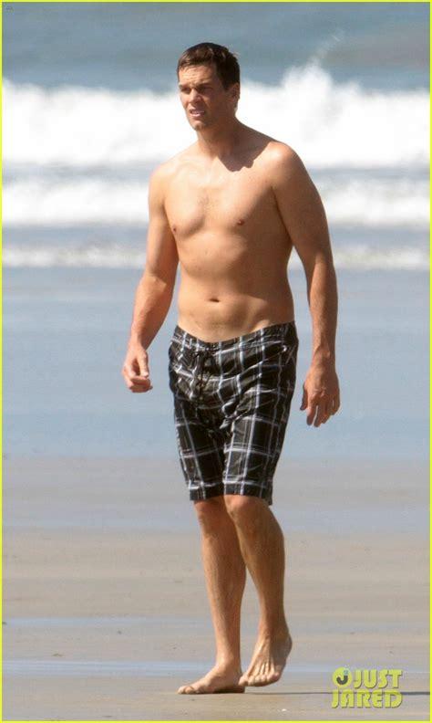 tom brady  shirtless  costa rica beach stroll