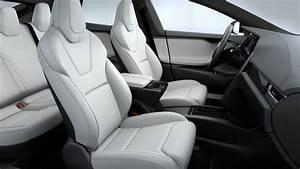 Já viu um Tesla com interiores vermelhos? Novidade chega já em 2019