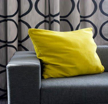 déco coussin canapé comment associer la couleur jaune en déco d 39 intérieur