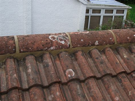 how much does it cost to replace a roof tile in the uk