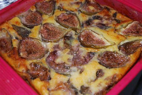 cuisiner des figues fraiches clafoutis aux figues fraîches humm a vos fourchettes