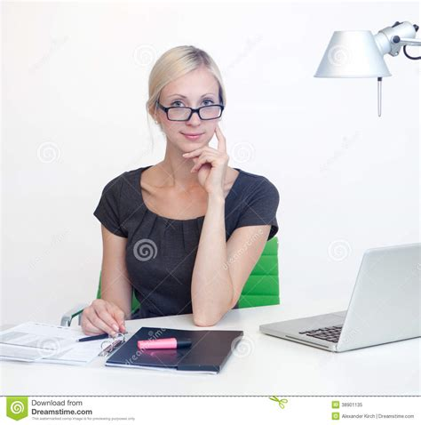 affaire de bureau femme d 39 affaires au bureau de travail photo stock image