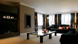 How to decorate a living room using black furniture for Dark furniture living room ideas