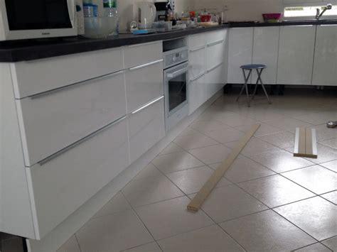 plinthe meuble cuisine ikea fixation plinthe cuisine dootdadoo com idées de