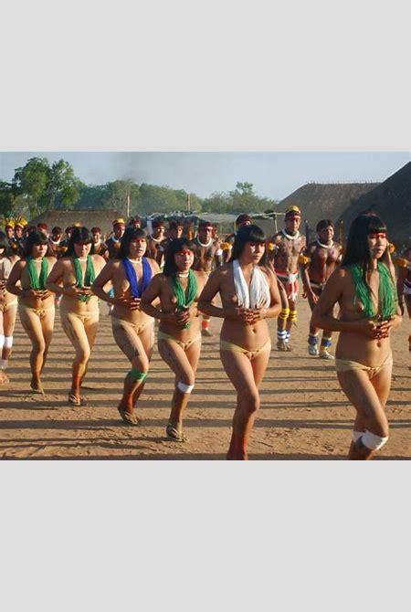 Yawalapiti Women Spreading