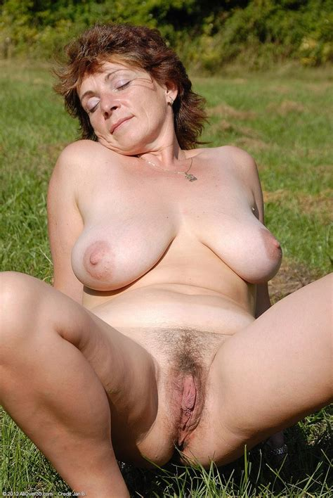 Horny Mature With Huge Tits Posing Outside Pichunter