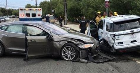 Tesla In Autopilot Self-driving Mode Crashes Into Parked
