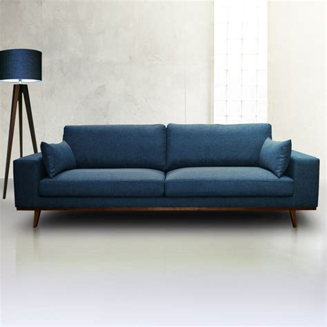 canape bleu indigo 1000 idées sur le thème canapés bleus sur
